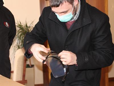 Jablonec získal šedesátku obličejových štítů