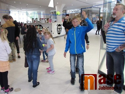 Nabídka zboží i otevírací doba obchodů se v Jablonci nemění