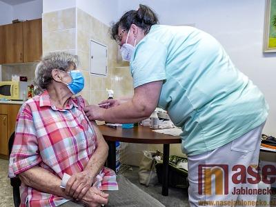 Jablonec začal s ohlášenou vakcinací seniorů