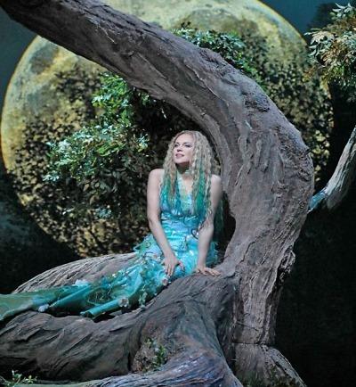 Diva Kristine Opolais zazpívá měsíčku v nové sexy Rusalce