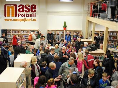 V Turnově otevřeli knihovnu na nádraží. Jde o republikovou raritu