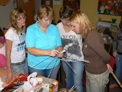 Obrazem: Ženy se učily vyrábět z pedigu