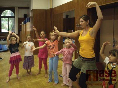 Obrazem: Děti tančí a tvoří ve Vikýři