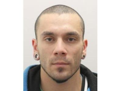 Kriminalisté zadrželi dva pachatele loupeže v Harrachově, po třetím pátrají