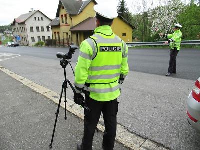 Policisté v kraji kontrolují řidiče i přes nouzový stav
