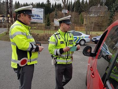 Policisté na Jablonecku kontrolovali bezpečnostní pásy a telefonování