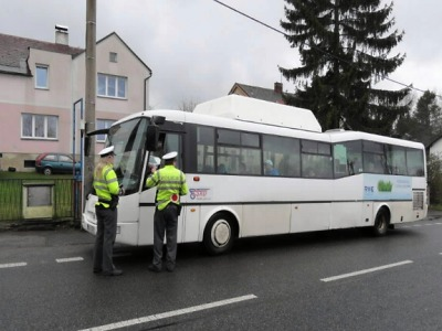 Policisté kontrolovali řidiče hromadné dopravy