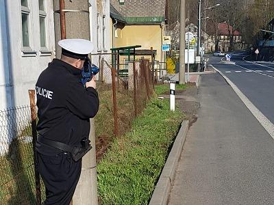 Policisté si posvítili na rychlé řidiče