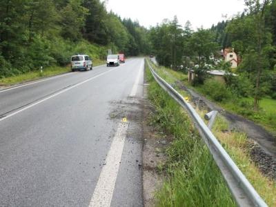 V Lučanech neznámý řidič poškodil svodidla, policie hledá svědky