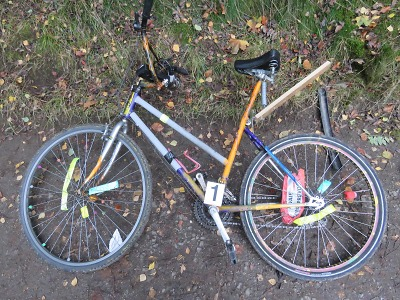 Cyklista si dal si šest piv a havaroval na cyklostezce u přehrady
