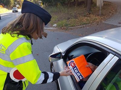 Policisté rozdávali na Jablonecku řidičům reflexní vesty