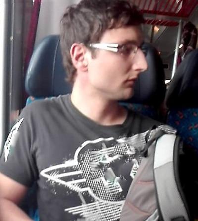 Policie hledá muže, který ve vlaku ze Staré Paky do Liberce masturboval