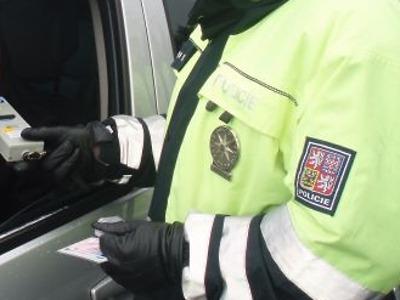 Řidič ve Velkých Hamrech nadýchal víc jak dvě promile a neměl ani řidičák