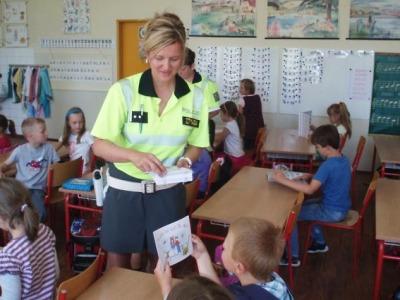Dopravní policistky navštívily děti ve Vrkoslavicích