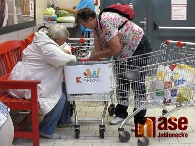Potravinová sbírka opět probíhala i v obchodním domě v Jablonci