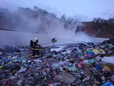 Hořela skládka v Košťálově