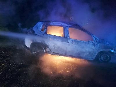 V Jirkově hořelo osobní auto