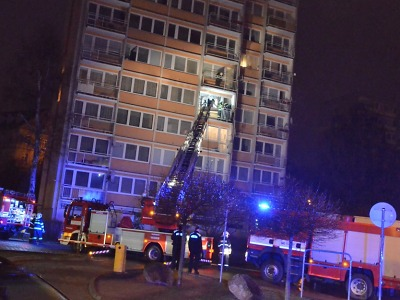 V libereckém paneláku hořel balkon, příčinou je odhození nedopalku