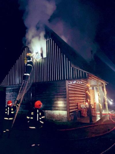 Hasiči zasahovali při požáru chalupy v Držkově