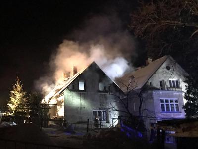 V noci hořel rodinný dům v Janově nad Nisou