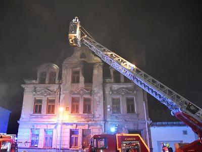 Hasiči evakuovali devět lidí kvůli požáru bytu v Jablonci