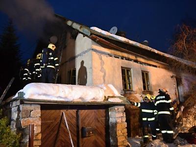 Ve Velkých Hamrech hořel rodinný dům, škoda je 300 tisíc