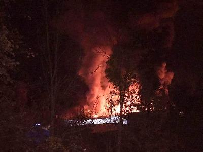 V Roztokách u Jilemnice hoří průmyslová hala