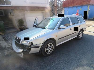 Při předjíždění se v Kokoníně střetla dvě vozidla