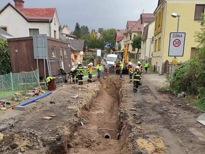 Hasiči zasahovali po překopnutí plynového potrubí v Jablonci