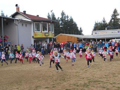 Více jak čtyři stovky závodníků běhaly v Břízkách