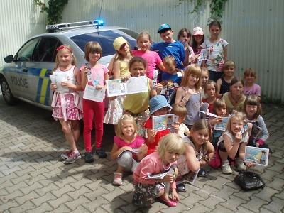 Děti z příměstského tábora navštívily jablonecké policisty