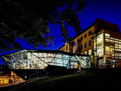 Muzejní noc se světlem na konci tunelu