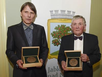 Ceny Pro Meritis 2016 byly předány Janu Strnadovi a Janu Vízkovi