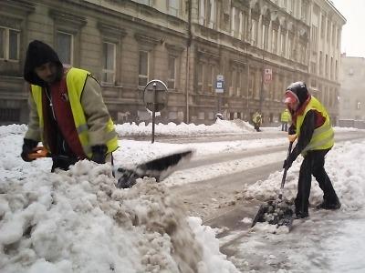 Prosinec přinesl do Jablonce sníh, dopravu komplikují hlavně náklaďáky
