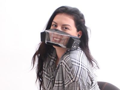 Turnovská firma vyvinula respirátor, který nebere úsměv
