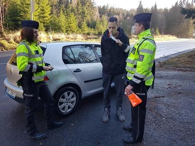 Řidiči na Jablonecku opět dostávali reflexní vesty
