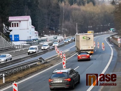 VIDEO: Na křižovatce Rádelský mlýn se už jezdí v novém pruhu