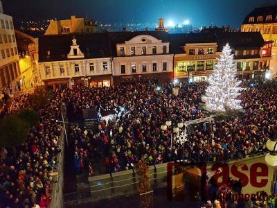 Náměstí na Jablonecku o víkendu opět rozzáří vánoční stromy