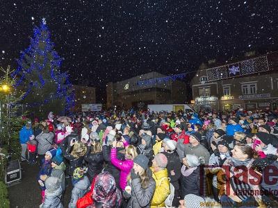 Obrazem: Slavnostní rozsvícení vánočního stromu v Tanvaldě 2019