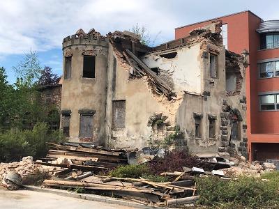 Majitel začal bourat zámeček Schlaraffia, už asi nepůjde obnovit