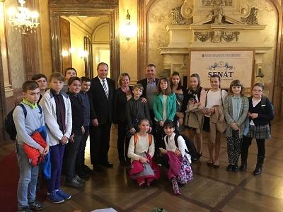 Semilští studenti navštívili sídlo Senátu v Praze