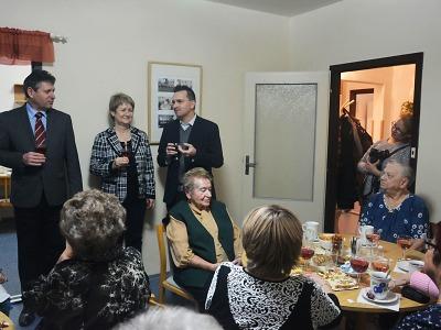 Vedení Jablonce navštívilo seniory v jejich klubech