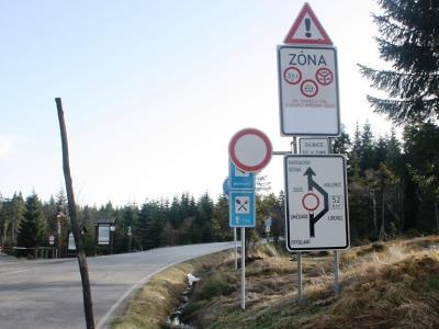 Kvůli sněhové předpovědi od 12. listopadu uzavřou silnici kolem Souše