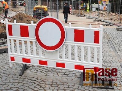 Rekonstrukce pokračují: křižovatka v Jablonci i silnice na Podbozkov