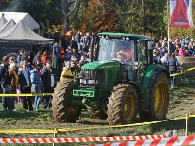Fanoušci traktorů si do Bozkova našli cestu i přes přeložení