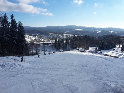 Ski areál U Pily láká na dobré sněhové podmínky a lyžování bez front