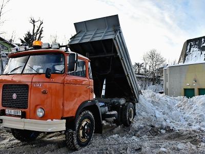 Kalamitní opatření v Jablonci trvá, z chodníků již odvezli 797 tun sněhu