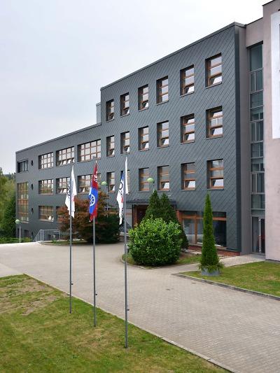Střední odborná škola v Liberci má novou fasádu