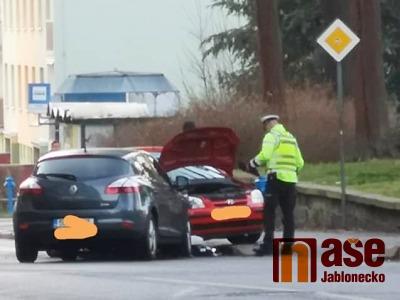 V jablonecké ulici Liberecká došlo ke srážce dvou aut