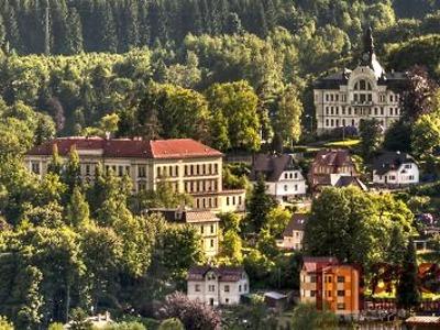 Tanvaldské gymnázium se stává fakultní školou Univerzity Karlovy